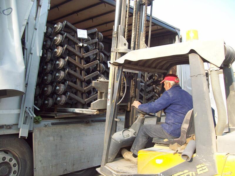 Servizio di ritiro e consegna di manufatti sottoposti a metallizzazione